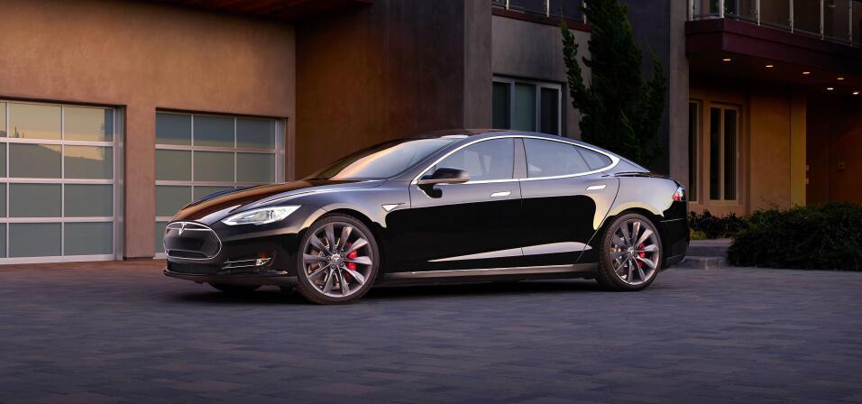 La corta pero intensa historia del Tesla Model S hero-01.jpg