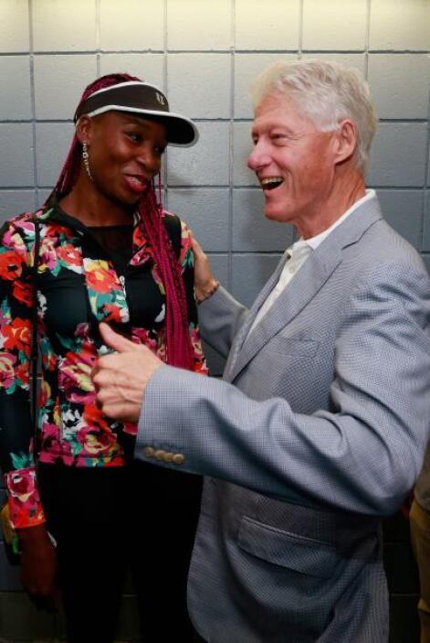 El ex presidente Bill Clinton fue a felicitarla. Mira aquí lo último en...