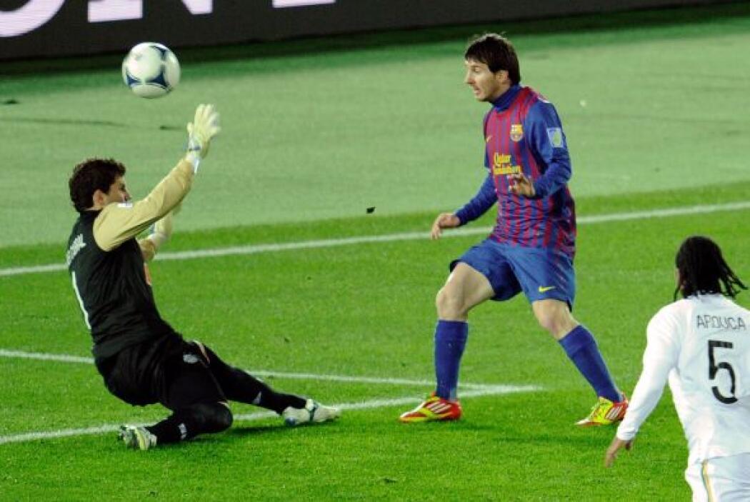 Quién más, Messi abrió el marcador al minuto 17. El Santos esperaba ya l...