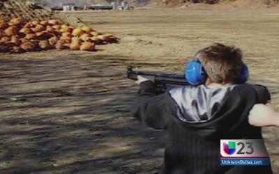 Niños en Texas también practican con armas