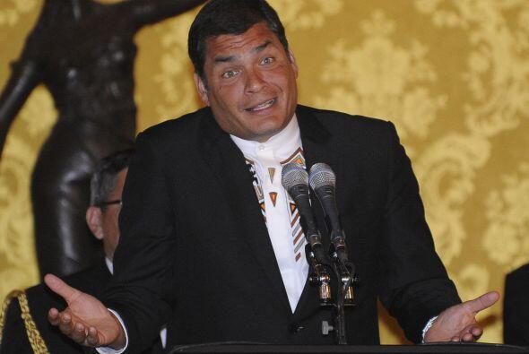 Temperamental y carismático, Correa llegó a la presidencia a los 43 años...