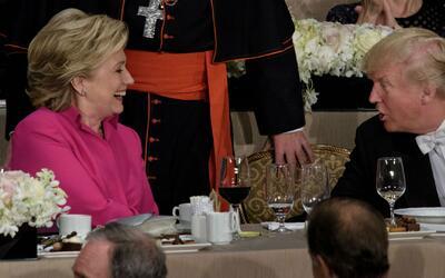 Hillary Clinton y Donald Trump fueron a hacer chistes y acabaron atacánd...