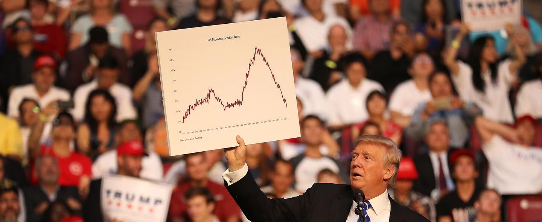 Donald Trump habla de asuntos económicos en un evento en Fort Lauderdale...