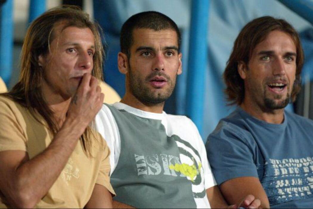 En el 2004, Claudio 'El Pajaro' Caniggia junto a Guardiola y Gabriel Bat...