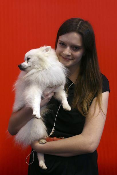 Victoria Ben, de Polonia, le dio un último abrazo a su mascota antes de...