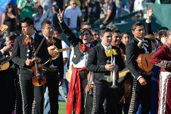 Cientos de músicos y cantantes se encontraban en las líneas de banda del...
