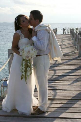 Gerardo no podía dejar de besar a su chica.
