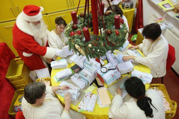 Cada temporada de navidad nuestro singular Papá Noel  recibe alrededor d...