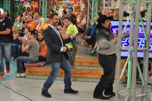 Este tipo de diversión es lo que te espera junto a Enrique Santos y su g...