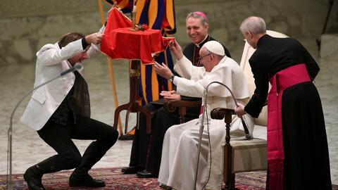 Papa Francisco es pura sonrisa durante la presentación de un circo en el...