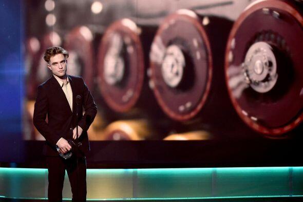 Pattinson se ha inclinado por rapar de una manera muy rara su cabeza.