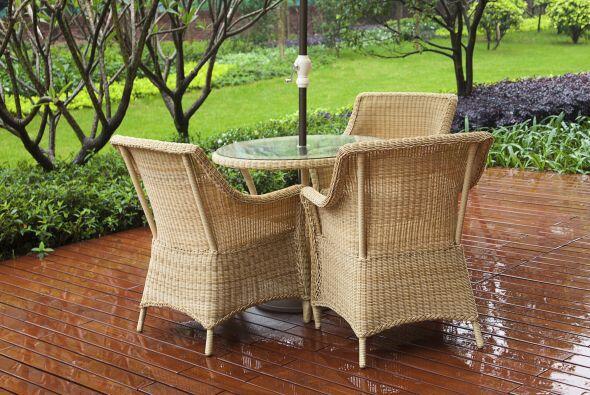 Si crees que tu mueble de tejido natural puede resistir el agua y el det...