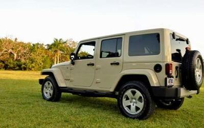 La Jeep Wrangler Sahara Unlimited 4x4 2011 es la versión de chásis alarg...