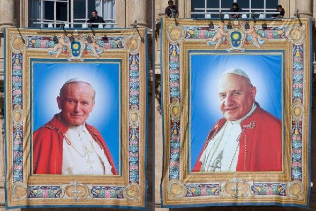 Los tapices con las imágenes de Juan Pablo II y Juan XXIII expuestos en...