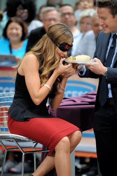 ¡Cuidado Sofía! No te acerques tanto al plato, que tal que...