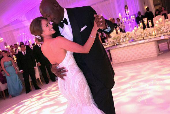 El famoso basquetbolista de 50 años contrajo nupcias con su novia...
