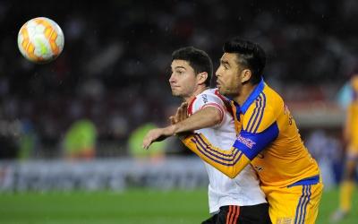 José Rivas durante el duelo ante River Plate.