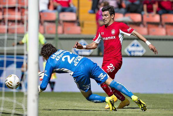 En el juego de vuelta de Toluca, el delantero Edgar Benítez pudo...
