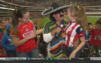 Kevin Arnulfo celebró muy bien acompañado el triunfo de las Chivas
