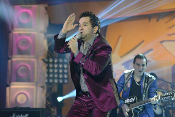 """Roberto Jr. prendió al público con su tema """"El Coco No"""", con el que puso..."""
