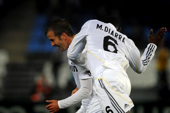 Rafael van der Vaart logró el gol para el 2-1 final, con el que e...