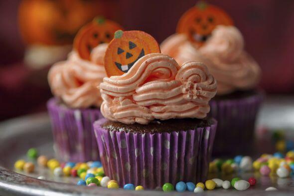 Una cubierta muy popular para los cupcakes es la de crema de mantequilla...