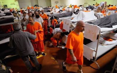 Varios estados del país analizan liberar a presos no violentos antes de...