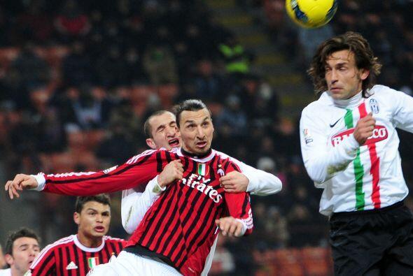 A Ibrahimovic le hicieron marca personal y no lo dejaron mover.