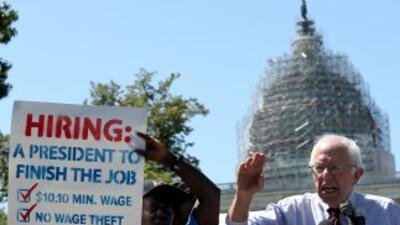 Bernie Sanders en campaña junto al Capitolio