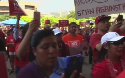 Con una protesta, activistas e inmigrantes de Dallas rechazan la controv...