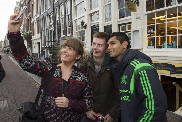 Por ser un jugador de la Liga de Holanda, algunos fans ya lo ubican y lo...