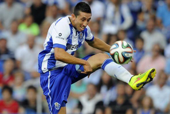 En la media cancha Héctor Herrera es inamovible, es talentoso, re...
