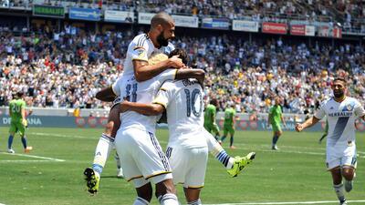 LA Galaxy celebra un gol ante los Seattle Sounders