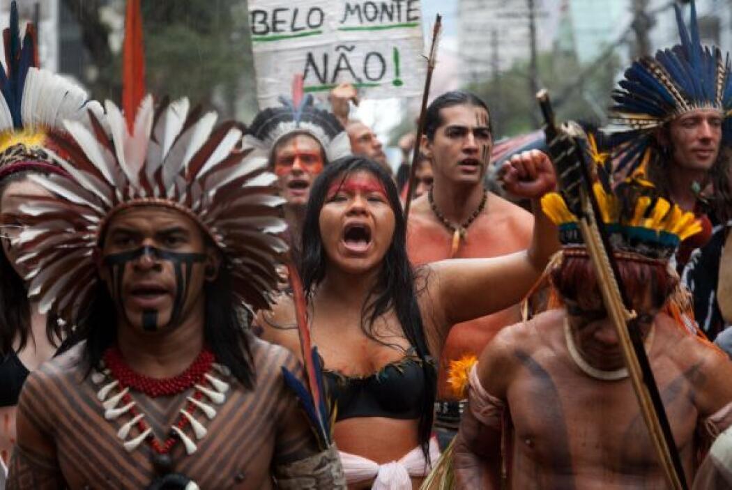 Raoni también denunció la deforestación que está sufriendo el territorio...