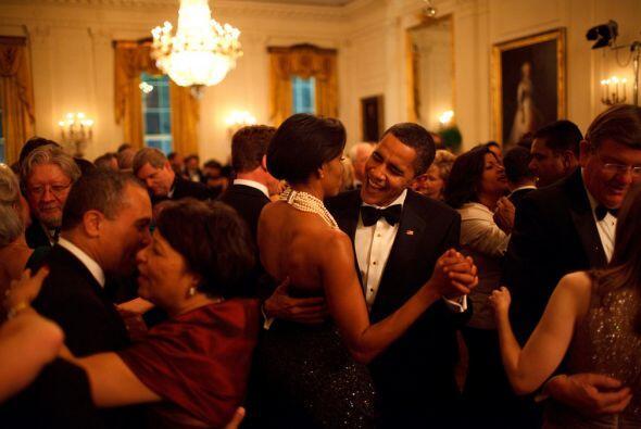 Una de sus primeras fiestas sociales en la Casa Blanca fue musicalizada...