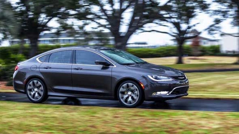 En sus dos primeros días a la venta, los pedidos del Chrysler 200 llegar...