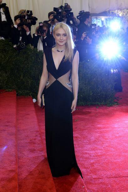 Las abiertas en el vestido de Dakota Fanning no eran nada en comparaci&o...