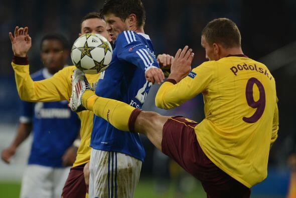 En cotejo del sector B, el Arsenal se metió a la casa del Schalke 04 con...