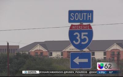 Mujer muere atropellada al intentar cruzar la l-35