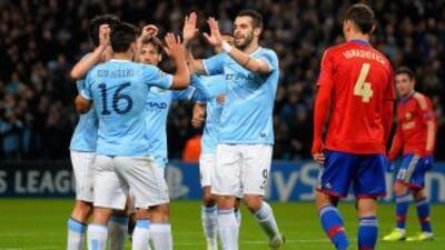 El 'Kun' Agüero marcó los primeros dos goles del City para que después a...