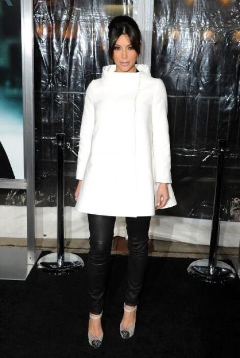 La combinación blanco-negro es clave en cuanto a las prendas que usa Kim...