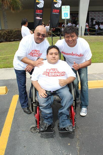 En apoyo a Raul Brindis en su nominación en Premios Juventud, el...