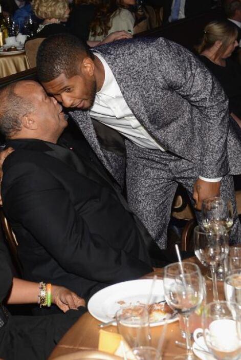 Otro de los que estuvo hábilmente haciendo relaciones públicas fue Usher...