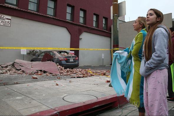 Según las autoridades, al menos quince edificios quedaron totalme...