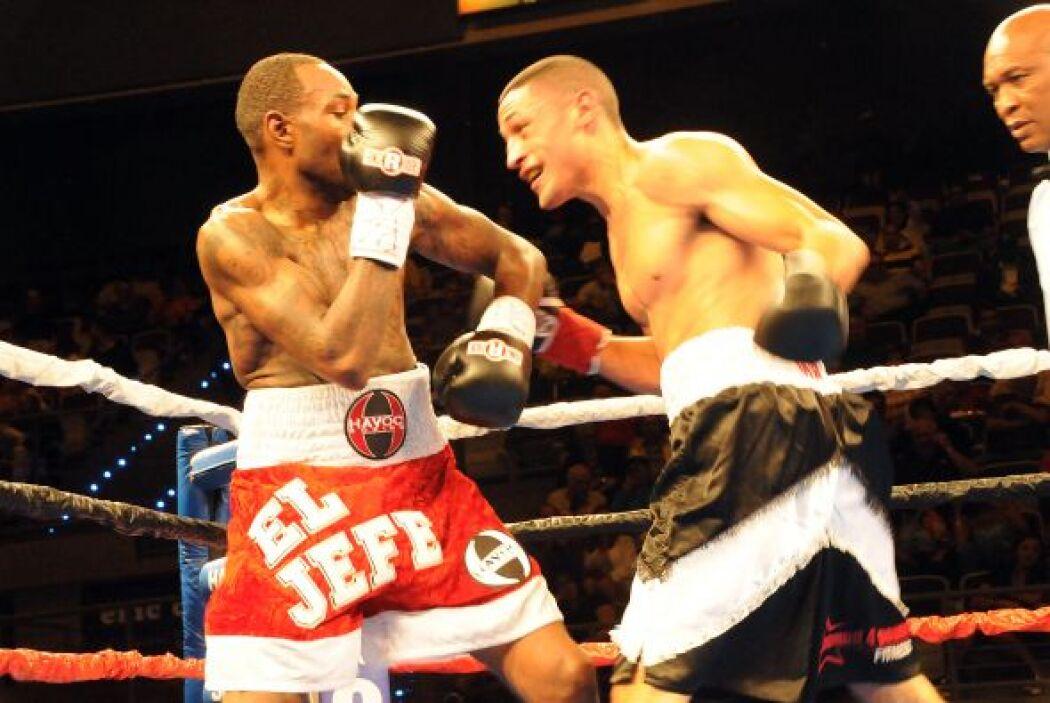 Miguel Cruz logró su segundo triunfo en igual número de peleas al ganar...