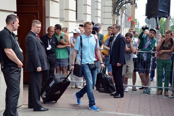 Cabizbajos subieron al autobús, como Vyacheslav Malafeev.