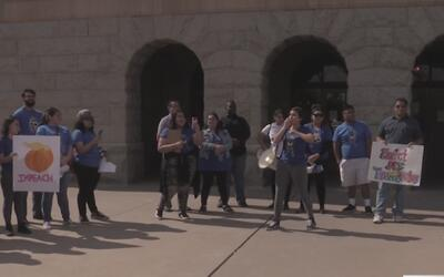 Protestan con boleta de evaluación para calificar a legisladores