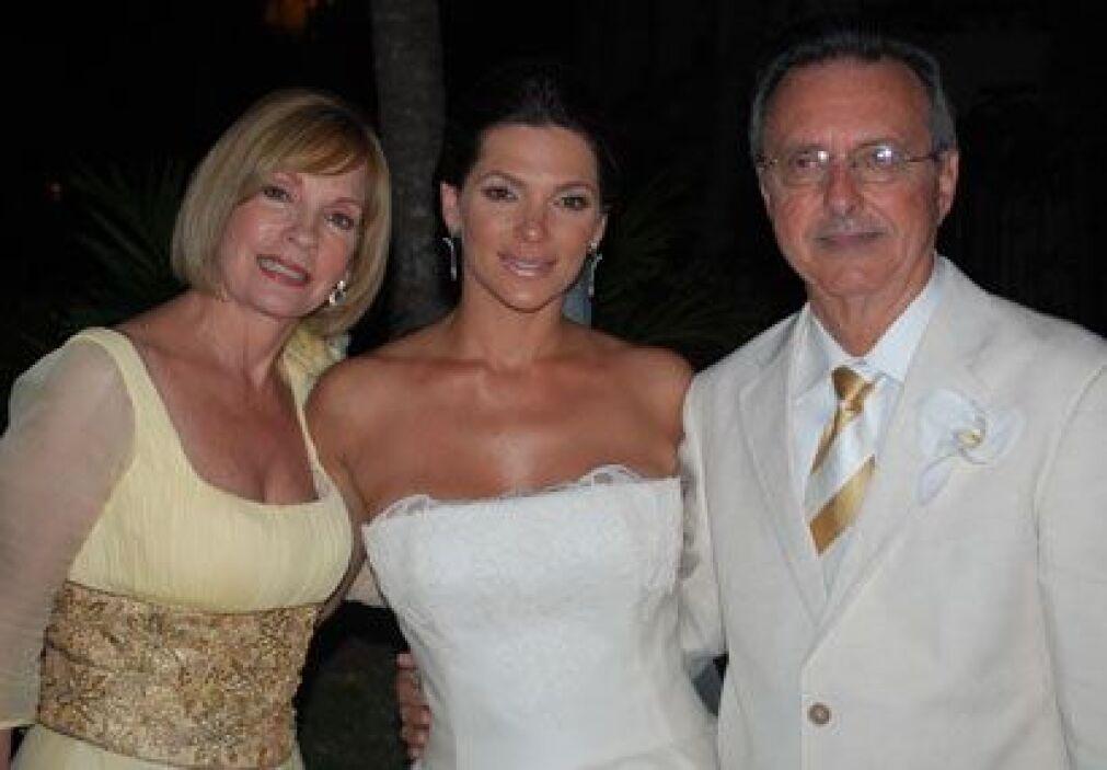Después de cenar, Bárbara posó con sus adorados padres. La mamá de Bermu...