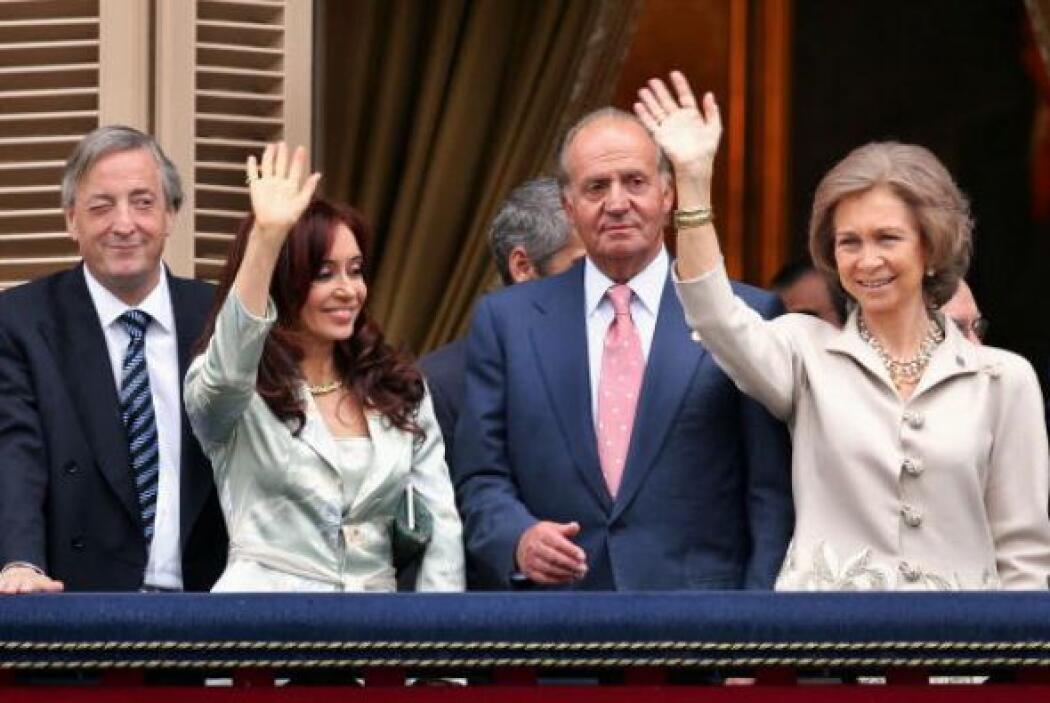 Juan Carlos y la reina Sofía,   aparecen en el balcón del Ayuntamiento e...