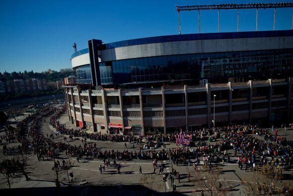 Más de 40.000 aficionados, que cubrieron más de tres cuartas partes de l...
